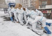大连海洋大学:风雪中的勇士 每个人都了不起 致敬志愿者