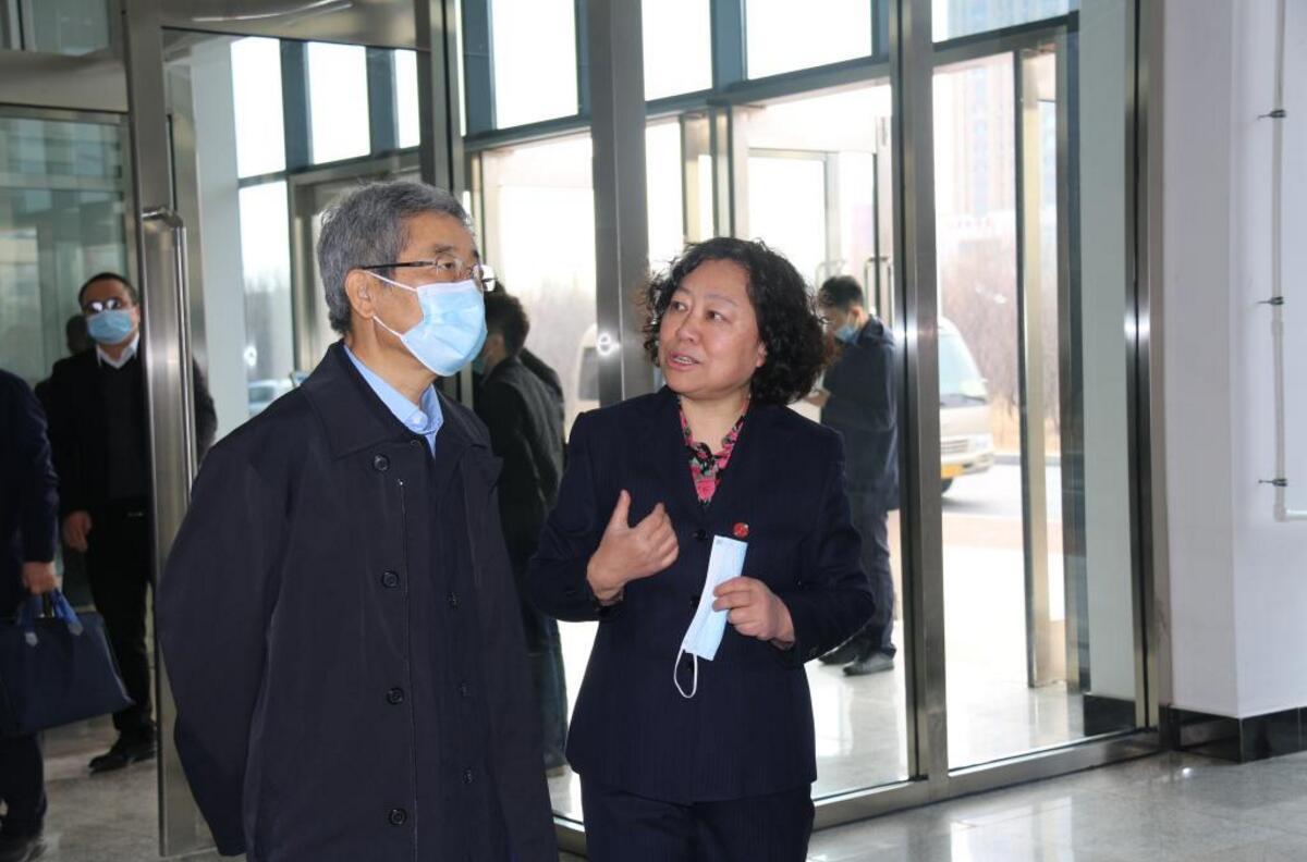 3月20日上午,教育部党组书记、部长陈宝生到辽宁工程技术大学龙湾校园调研。