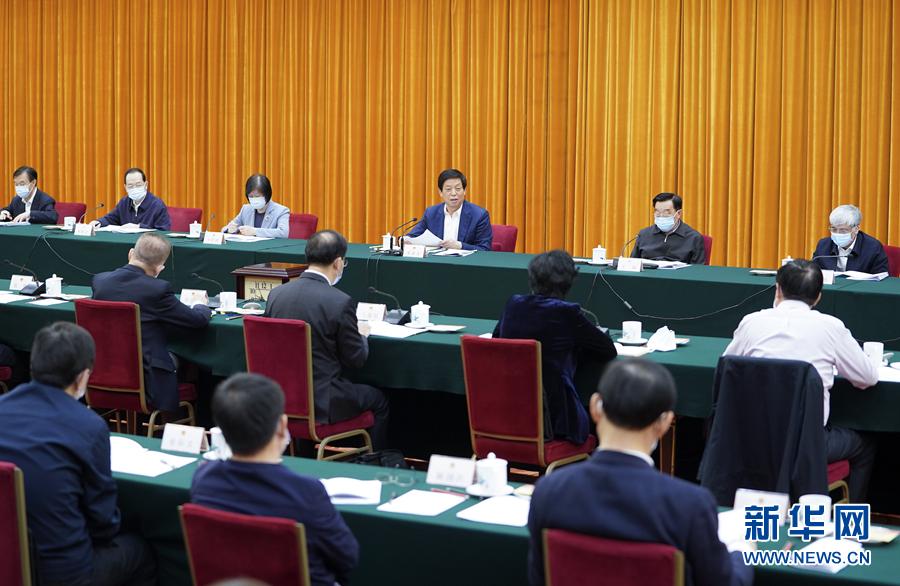 4月1日上午,全国人大常委会在北京举行生物安全法实施座谈会。中共中央政治局常委、全国人大常委会委员长栗战书出席座谈会并讲话。新华社记者 张领 摄