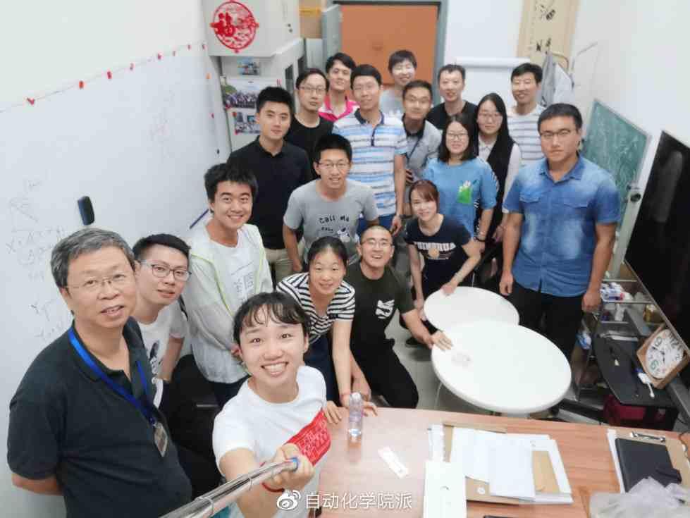 左一:清华大学自动化系信息处理研究所张学工教授