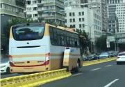 """上海首个""""拉链式自动化潮汐车道正式运行"""