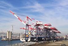 北美首个全自动化码头部分设备交付